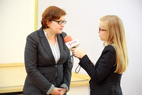Agnieszka Chłoń-Domińczak presented the detailed findings of the survey and answered journalists' questions.